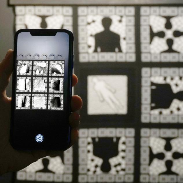 ahmet-rustem-ekici-karanlik-odada-yeni-bir-beden-69x69cm-tekstil-baski-ar-animasyon2019-kopya