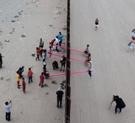 ABD Meksika Sınırındaki Pembe Tahterevalli: Design of the Year Ödülünün Sahibi