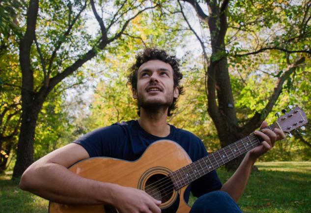 Alper Tuzcu ve Müziğiyle Köklere Yolculuk: Raíz