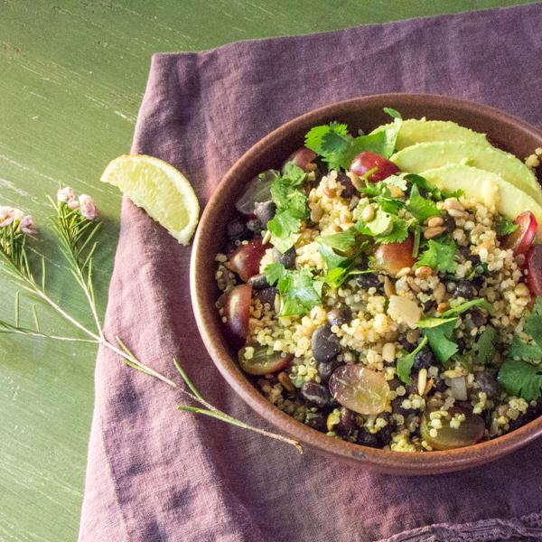 Avakado ve Kinoalı Tahıl Salatası