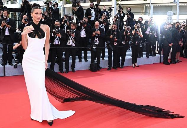 74. Geleneksel Cannes Film Festivali: Kırmızı Halı Stilleri