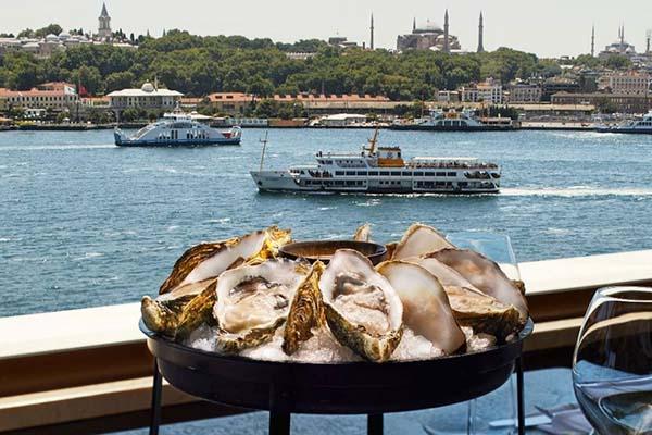 Octo: Tarihi Yarımada Manzarasına Karşı Akdeniz Lezzetleri