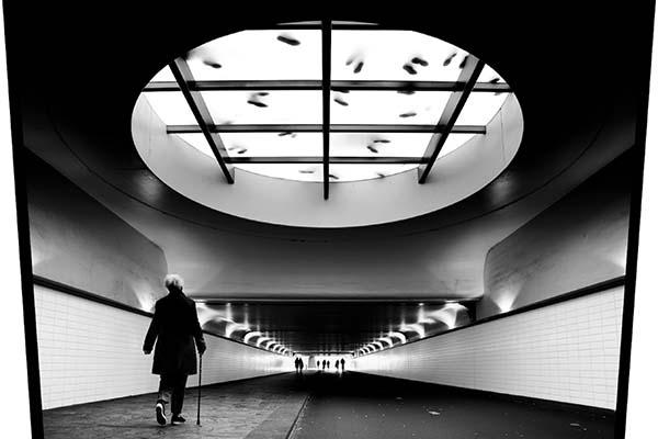 Ali Bilge Akkaya ile: Görkemli Yapılar Arasındaki Yalnızlık